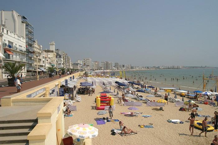 Le remblai et la plage des Sables d'Olonne